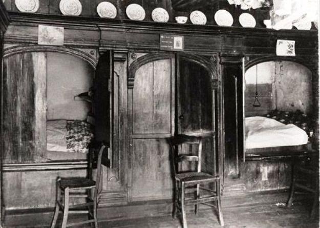 Bedstede in boerderij anno 1770 boogvormige ingang met deuren - Fotos van de slaapkamers ...
